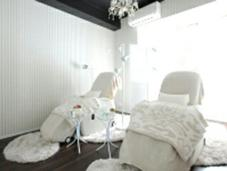 白を基調にしたお店です♥ TITI&MERO所属・山原由莉子のフォト