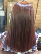 秋をイメージして赤カラーに✨  さらにトリートメントでサラサラツヤツヤに♡  暖色系はツヤがアップしてキレイです(*´∀`) Hair Salon Be-one所属・忍田理沙のスタイル