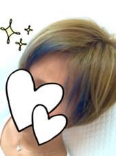ブリーチした髪にポイントで涼しげなブルーを入れました★ beauty:beast 浦添店所属・仲宗根菊乃のスタイル