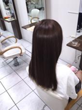 元々14トーンくらい明るかった髪を8トーンのアッシュベースで染めてみました!  ※次回からビフォーの写真とアフターの写真を撮って載せたいと思います。 Lea   Lehua所属・ハヤカワヒロトのスタイル