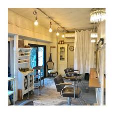 パリのアトリエのようなアンティーク家具の並ぶ店内です(^ ^) Trico Antique【トリコアンティーク】所属・渡辺拓人のスタイル