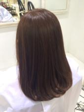 カラーはアッシュブラウン(カラー3000〜) 細毛の軟毛さんでしたので、 トリートメントは軽いものを選びました。 しなやかな、まとまり髪です*\(^o^)/* トヨオカイツキのスタイル