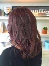 レディース 今人気のベリーピンク♩ 赤系は随分色が出やすいです! 長さ関係なく誰にでも似合うベリーピンクを調合します! siena所属・渡辺翔太のスタイル