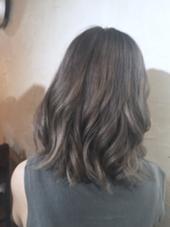 ブリーチ2回からの グラデーション アッシュグレー Hair  Atelier Ririan所属・マエダシンゴのスタイル