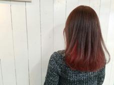 インナーカラーで髪色を引き立たせて。 hair brace所属・今井亮汰のスタイル