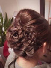 ヘアアクセの代わりに髪でお花の飾り☺︎ プライベートサロンRUCYのフォト