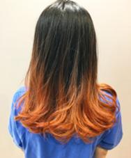 グラデーションカラー  毛先をブリーチしてからレッドオレンジの塩基性カラーをオン。 塩基性カラーは内部にしっかり吸着するかラーなので色持ちが格段に良いです! ALBERO D'ORO(アルベロ  ド・オーロ)所属・冨山由博のスタイル