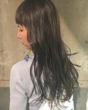 ワンカラー♡  もともとハイライトが入ってた髪に、 グレーとネイビーとラベンダーをON♡♡  グレー♡  BAROQUE所属・タカハシフユミのスタイル