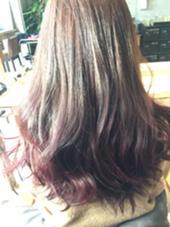 グラデーションカラーです! 毛先はピンクバイオレットで春らしい可愛い色になってます☆   北野輝のスタイル