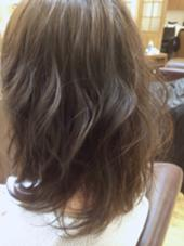 色:ミルキーアッシュ コテ:32㎜ で仕上げています‼︎ CAPA hair design所属・小川優希のスタイル