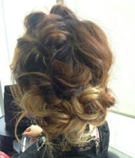 中にハイライトをいれてる髪ののヘアアレンジ MODE Ks Lumina所属・上堀愛子のスタイル