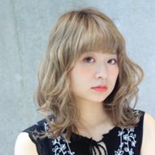 ハイトーンカラーのミディアムカールスタイル♡ Of HAIR所属・藤岡まなみのスタイル