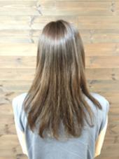 こちらは、髪が柔らかく見えるようにベージュ系に仕上げたカラー☆ ここからカットをするとさらに綺麗になるのですが、カラーだけでも充分なツヤが出せるんですよ! ちなみに、ブラシやアイロンなどは一切使わず、仕上げはハンドドライです☆ hair design girl所属・アサイシンペイのスタイル
