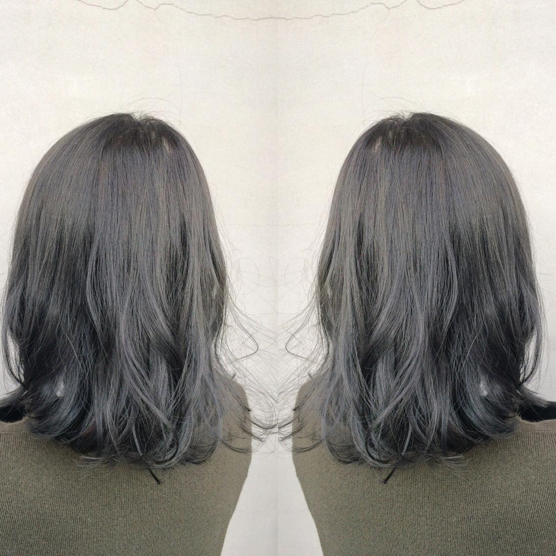 28f9e663f45 グレーアッシュ✨ ブリーチして一度抜いた髪に、N.colorでここまでの透明感とグレー感がはいります✂︎  *一度抜いた色味度合いによっては、色が少しかわることも ...
