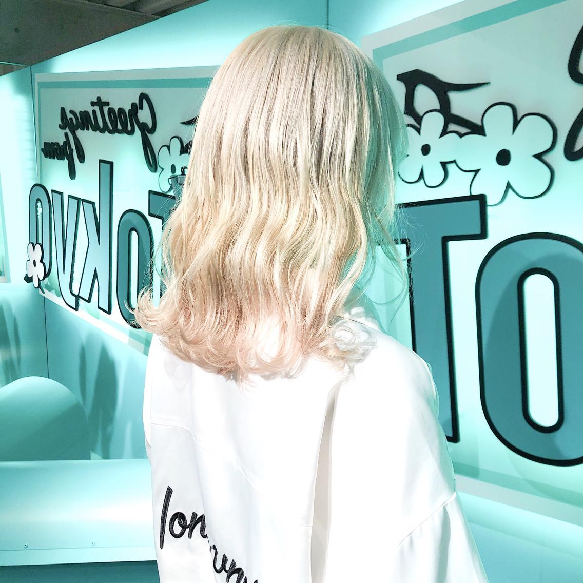 #ショート #カラー ・White blonde・ ✳︎10800円〜✳︎ ✳︎minaでブリーチ3〜5回出来れば綺麗なホワイトヘアを作れます👻 ✳︎ ✳︎ダメージが強いとブリーチが出来ない場合もあるのでご了承ください ✳︎ムラシャンはエンシェールズのシャンプーを薄めて使うのがオススメ🧖🏻♀️ ✳︎ ✳︎黒染めや縮毛、デジパをしていなくてダメージがひどくなければおおよそ4〜5回ブリーチで出来ます🦄✳︎ 最後まで可愛く仕上げます🇰🇷 ✳︎ お店の近くにあるティファニーカフェで映えな写真もプレゼントします🦄 ✳︎ ✳︎黒染め履歴、ダメージが強い方はでホワイトにはならないです💦  #原宿#ハイトーンカラー#シルバーカラー#ヘアカラー#ネイビーカラー#ホワイトカラー#ブロンドヘアー#アッシュ#ケアブリーチ#ブロンドカラー#派手髪#ラベンダーカラー#ミルクティーカラー#アッシュ#ミルクティーベージュ#ブルージュ#グレージュ#ピンクカラー#インナーカラー#ハイライトカラー#グラデーションカラー#bts#seventeen#twice ✳︎ ✳︎ ✳︎
