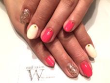 お色の組み合わせ次第で、シンプルコースでも可愛らしく華やかになります♪  【nail salon W】by CaraCore所属・松崎紗也のフォト