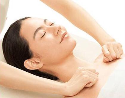 【🍀よくばりエステ💖】小顔・毛穴引締・ニキビ・乾燥・赤み・敏感・肌のSOSに合わせての施術💕印象が変わります💝