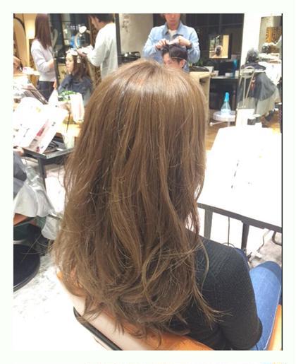 お客様snap‼︎ . 【ハニープラチナ…】 . 最近話題のハニーカラーにaujuaトリートメントでうるツヤ髪になりました〜✨✨ . 2016s/sこそは本当の外国人風カラーを手に入れましょう . AFLOAT RUVUAではダメージ95%カットのブリーチサプリメントとゆうブリーチ剤を使ってます☝️ . なので普通のカラーと変わらないくらいのダメージで色を抜けるので、ダブルカラーもグラデーションもハイライトも恐いものなしです . これから暖かくなってきて明るくする人が増える前に先取りしちゃいましょー✨✨ . 2月中もまだご予約お取り出来るので気軽にご連絡下さいねー . . #加工なし #ブリーチサプリメント #ダメージ極小ブリーチ #ダブルカラー #グラデーション #ハイライト #やったら痛むなんてもう言わせない アフロートルヴア「AFLOAT RUVUA」所属・✂︎伊藤秀明✂︎美容師歴10年のスタイル