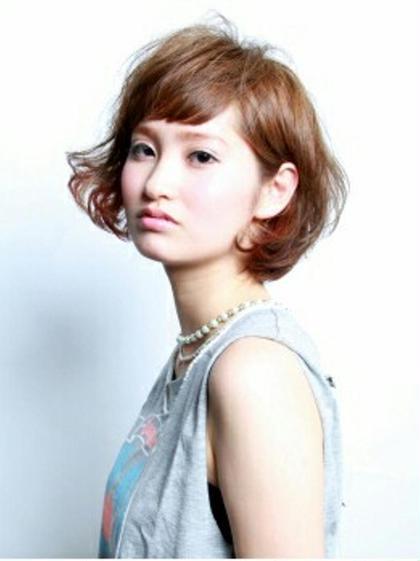 ショートボブ耳にかけるとポイントカラーがちらっと♡ アトリエコムデュラソワ所属・藤井亜矢子のスタイル