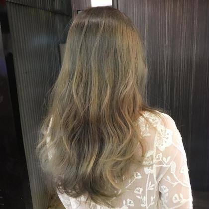 外国人ダブルカラーで、根元暗めのハイトーン✨ プラス、ハイライトで動きがでます♪ Hair Resort Lino所属・Mai.のスタイル
