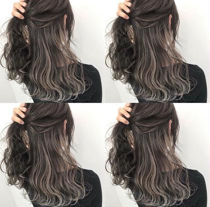 ハイライトグレー 山田直美のセミロングのヘアスタイル