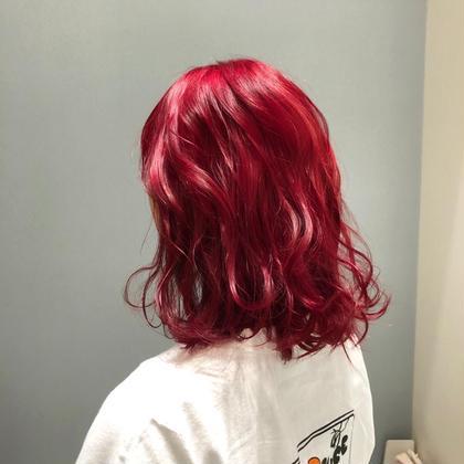 🍒 Cherry red 🍒   黒髪からブリーチ1回で艶のある明るい赤系に☺️   イルミナカラーでカラーする事で手触りもよく艶もでて しっかりお色味も入るので是非オススメです🥰