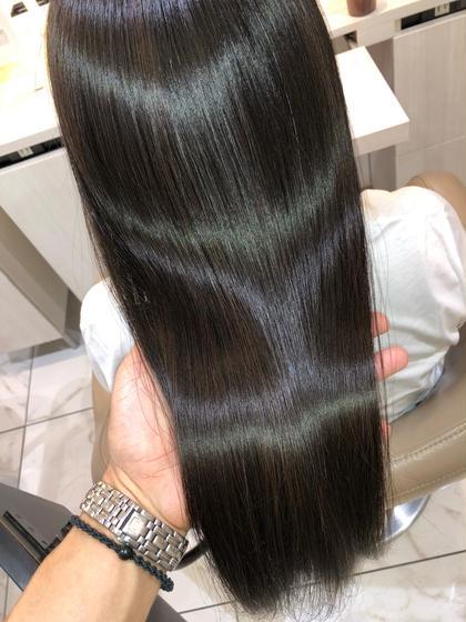 """【毛先を丸く柔らかく】 自然なストレートヘアーが手に入る髪質改善縮毛矯正   →毛先を丸く柔らかい縮毛矯正をしたい →クセがでてまとまらない →湿気で膨らむ →髪質の変化でパサつく髪にツヤが欲しい →髪をキレイにしたい、髪質を改善したい   髪質やクセに合わせてオーダーメイドの薬剤調合で""""あなただけ""""のうるツヤストレートヘアーで美髪にします  やれば髪が傷むと言われていた縮毛矯正はもぅ過去のもの  髪質改善縮毛矯正は、髪に優しく、手触り質感、ツヤなど全てにおいて最高のパフォーマンスをしてくれます  回数を重ねれば重ねるほどに美しくより柔らかいなめらかな質感、圧倒的なツヤ髪になっていく髪質改善縮毛矯正  クセでお困りの方はぜひご連絡下さい"""