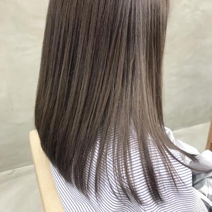 ハイライトベースのシルキーベージュカラーは引き続き大人気✨✨  細かめ多めのハイライトはナチュラルに馴染んで色落ち後もかわいい、、🤭❤  . . .  #hair #hairstyle #hairstyles #hairarrange #haircolor #haircut #bobhaircut #bob #ヘアカット #ヘアカラー #ハイライトカラー #ヘアアレンジ #ミディアムヘアアレンジ #ラベンダーベージュ #ベージュカラー #グレージュ #グレー #グレーカラー #美容室#美容師 #渋谷美容師#代官山美容師 石橋美香の