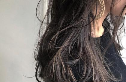 カラー . guest hair . ケアブリーチ #oraplex  カラー #イルミナカラー . シアーなラベンダーグレーをアクセントに 🎆 . . #oraplex #イルミナカラー #ハイライト#ラベンダーアッシュ  @soco.ao.tokyo