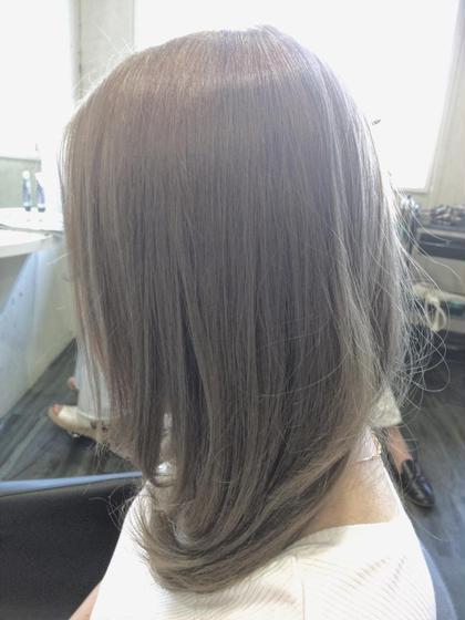 ダブルカラー シルバー系カラー 前田菜津美のヘアスタイル・ヘアカタログ