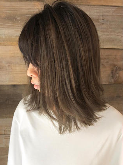 カラー *highlight balayage design ӫ☝︎  バレイヤージュ履歴のあるお客様です ӫ☝︎  10トーンのプラチナベージュ系でデザインをつくりました♪  永く通っていただいてるお客様にだけできるカラーです ✌︎  一回で完成させようとすると髪への負担が大きくなってしまい、クオリティ共に中途半端になってしまいます  お任せいただいたからにはクオリティの高いデザインをお客様と一緒に作りたい想いが強くあります  ハイライトスタイルがマンネリしてきた今だからこそ変化をつけるならバレイヤージュが断然おすすめです ☺︎