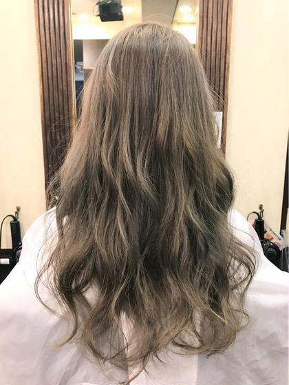 カラー セミロング ミディアム ロング ☆グレージュ☆  グレージュとはその名の通りグレーとベージュが合わさった色味になります♪  グレージュのオススメポイントは透明感と日本人特有の赤みを消せるカラーという事です(^o^)  冬に近づくにつれて髪色を落ち着かせたい方にもオススメです☆  ブリーチなしでのご提案も可能ですので是非ご相談下さい(^o^)  ご予約お待ちしております!
