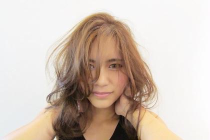 外人風脱力系ウェーブ♡   つくりすぎず自然な感じの髪の動き、ハイライトを入れてより立体感を出しました✨ カラーも日本人に合うブラウン系で(≧∇≦) DAISY所属・RIMIKのスタイル