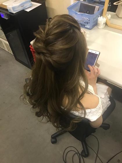 アヤーンの外国人風ハーフアップvol2 ガラス細工みたいにねじった髪を 丁寧に引き出していきます キャバ嬢にもオススメ ヲタク美容師 ヲタク美容師✂︎のヘアアレンジ