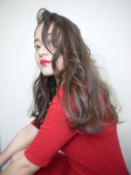 暗くても透け感を出したい方に♡ 立ち上げバングのセクシーウェーブhair♡ Viola所属・Violahairのスタイル