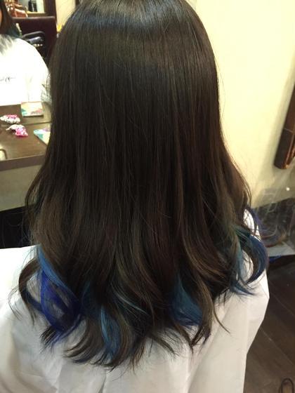 カラー セミロング ミディアム ロング インナーカラー 内側の毛先のみブリーチして、ブルーのマニキュアを入れました☆
