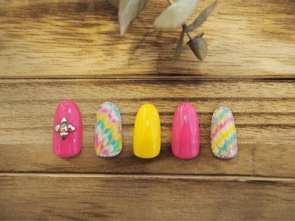 元気カラーのピーコックネイル auliieyelash&nails所属・カシワギユリナのフォト