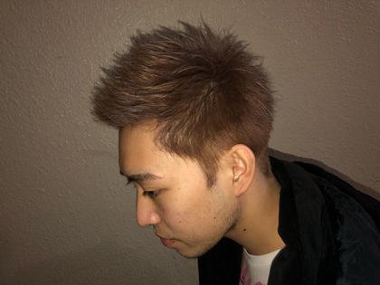 【ジェットモヒカン】❌【スモーキーベージュ】  男らしさ抜群のモヒカンスタイルにハイトーンの組み合わせで目立ち度アップ❗️  イメチェンしたい方にオススメです❗️ hair an floren所属・ハマベイクトのスタイル