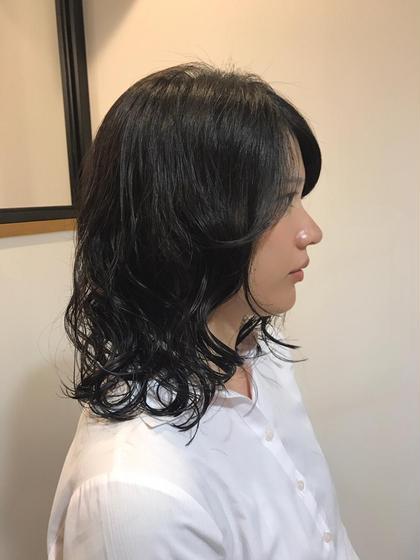 パーマ 黒髪をオシャレに可愛くふんわりウェーブ❤️  ストレートヘアに飽きてしまった方は夏は思いっきりゆるふわで楽しみませんか☺️  素敵にイメチェンしましょう⭐️⭐️⭐️⭐️