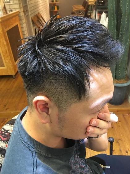 サッパリと刈り上げて、前髪をあげると男らしく、前髪を下ろすとカジュアルな感じで楽しめる髪型です! Works Hair Design所属・矢田優貴のスタイル