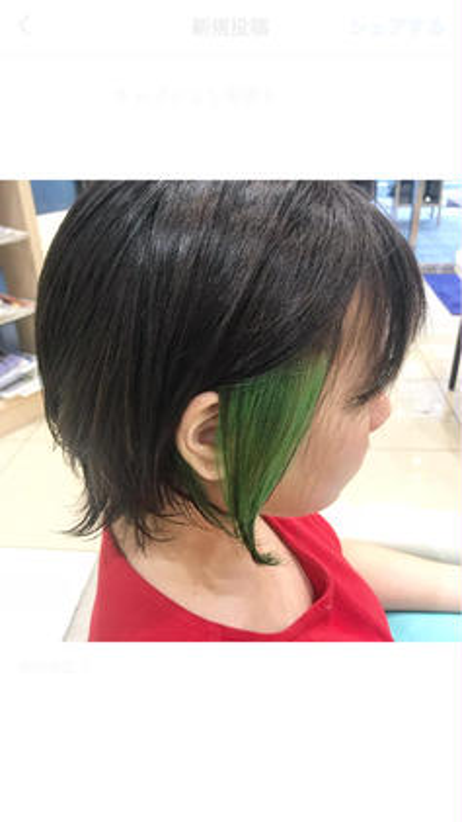 表面の毛はグレージュカラーでしっかりトーンダウンして、スロウカラーイルミナカラーのブレンドでブリーチなしで赤みを飛ばして透明感を出します\(^o^)/ さらに、インナーはブリーチを使ってビビッドカラーを入れて見ました!