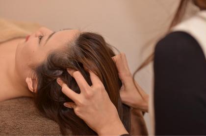 【ヘッドスパロングコース】  専門セラピストによるヘッドスパロングコース✨ 頭皮のコリを念入りにほぐしていきます❗️ さらなる癒しとリラクゼーションを… 特に疲れやストレスがたまってる方にオススメです❤️