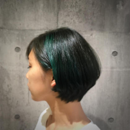 グリーンのデザインカラーで顔まわりをオシャレに!ベースは深いブルーグリーンでデザインカラーとのコントラストをつけました! 夏は髪で遊ばなきゃカラー! MODEK's西宮所属・竹本みさきのフォト
