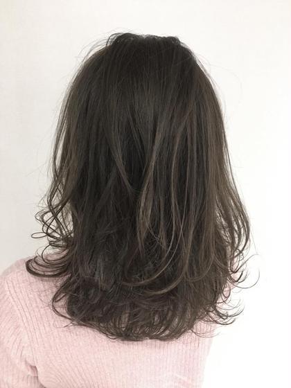 ハイライトの上からカラーをオン!  大人気のスモーキーアッシュ!  オシャレカワイイです^ ^ C'bob hair salon neaf所属・YANAISATOMIのスタイル