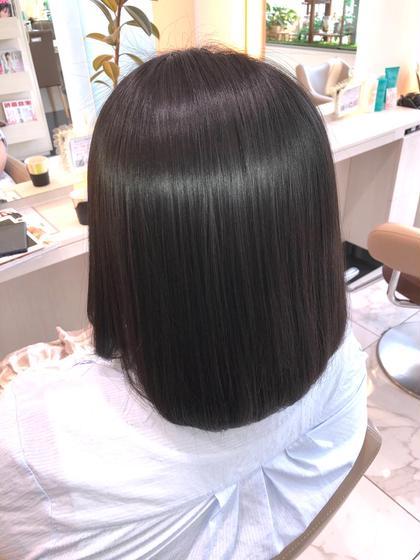 【髪のパサつきやダメージが気になる】 【髪にツヤが欲しい】 そんなあなたの悩みには【髪質改善トリートメント】がオススメ。  髪に必要な【タンパク質】【アミノ酸】【コラーゲン】などの栄養を10種類いれて今までにない【ツヤ】【質感】【手触り】を創ります。  やればやるほど髪は良くなり髪質改善トリートメントの持ちも良くなります。  1回目 3週間〜1ヶ月 2回目 1ヶ月〜1ヶ月半 3回目 1ヶ月半〜2ヶ月  髪は本来、弱酸性ですがカラーやパーマをするとアルカリ性に傾きます。 アルカリ性に傾く事で【ダメージ】や【パサつき】などが髪に表れます。  【髪質改善トリートメント】はそれらの髪を酸性に傾けてダメージやパサつきをなくし、髪本来以上の輝きを復活させます。  【圧倒的なツヤ髪】 【滑らかな手触りの髪】 【CMに出られるほどのサラサラな髪】  髪質改善トリートメントで髪は間違いなくキレイになります。