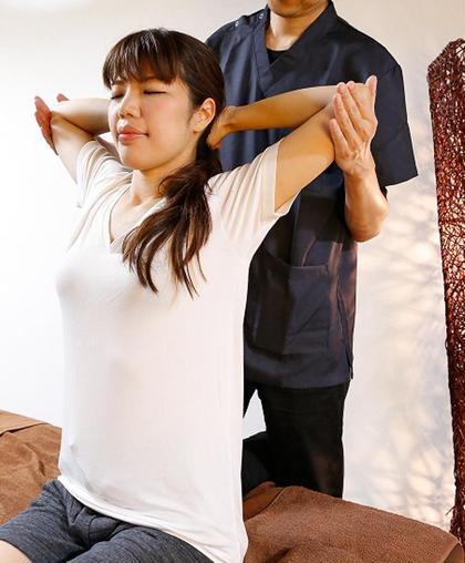 Q❣️瞬間【腰椎矯正】❣️辛い腰痛⚡️一瞬でふにゃふにゃ😽15分で腰痛矯正体験❤️