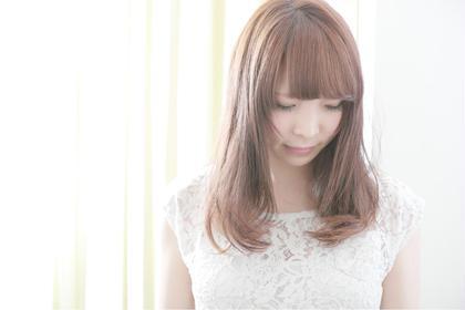 テーマは「natural × feminine」  大人可愛く♡ 柔らかいアッシュカラー 毛先ワンカールのパーマ  柔らかさを最大限に引き出しました♡ Taebis 船橋店所属・神田綾香のスタイル