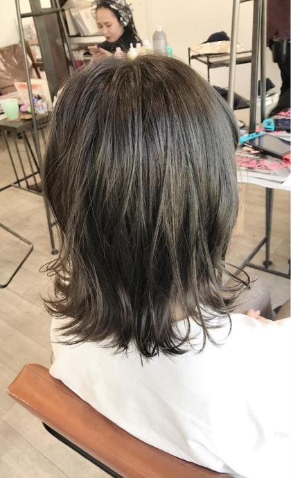 細かめにハイライトいれてスモーキーグレーで外国人風カラー✨ トップスタイリストSegawaのヘアカラーカタログ