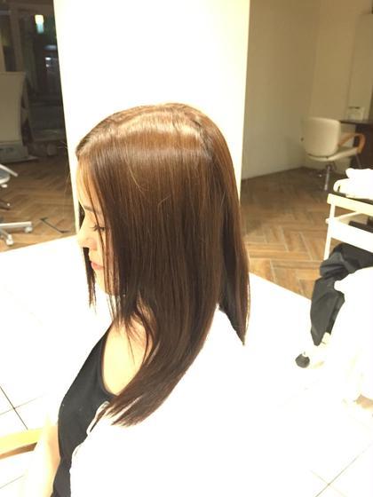 10トーンの髪を8トーンまで下げ、ベージュとレッドを混ぜ、塗ってみました。  これからの時期は暖色系ですね!  明るい色もいいですが、暗めの色にしてみるのもいかがですか(^o^)/ Lea   Lehua所属・ハヤカワヒロトのスタイル