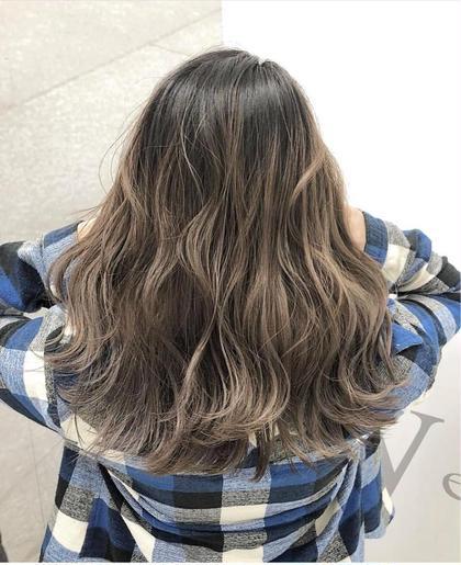 カラー セミロング グレージュ、バレイヤージュ、ルーズ、個性的、自分らしさ、モード、無造作、ハイトーン、グラマラス、耳かけ、ラブ、クラシカル、伸ばしかけ、黒髪、マッシュ、大人かわいい、厚めバング、センターパート、斜めバング、美髪、トリートメント、ハイライト、3Dカラー